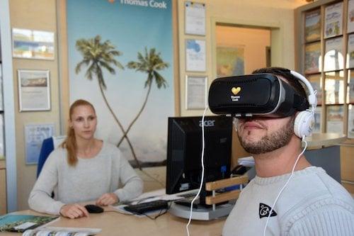VR Brille im Reisebüro Cook