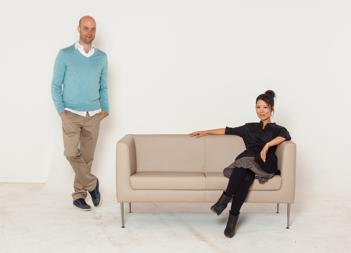 "Designer-Duo Mia Kim und Nikolas Heep mit ihrem Neudoerfler Sofa ""New Welcome"""